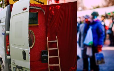 camion théâtre marché Noël